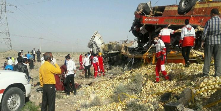 تصادف مرگبار تریلی با اتوبوس در سربیشه، 20 نفر کشته و زخمی شدند